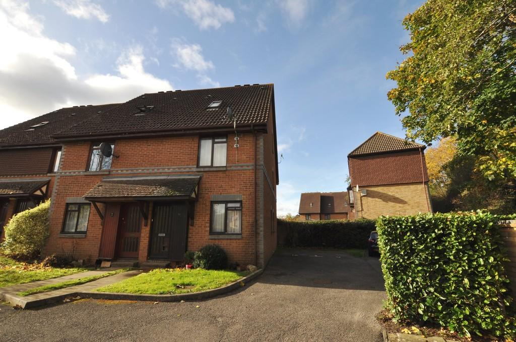 2 Bedrooms Maisonette Flat for sale in Ladygrove Drive, Guildford