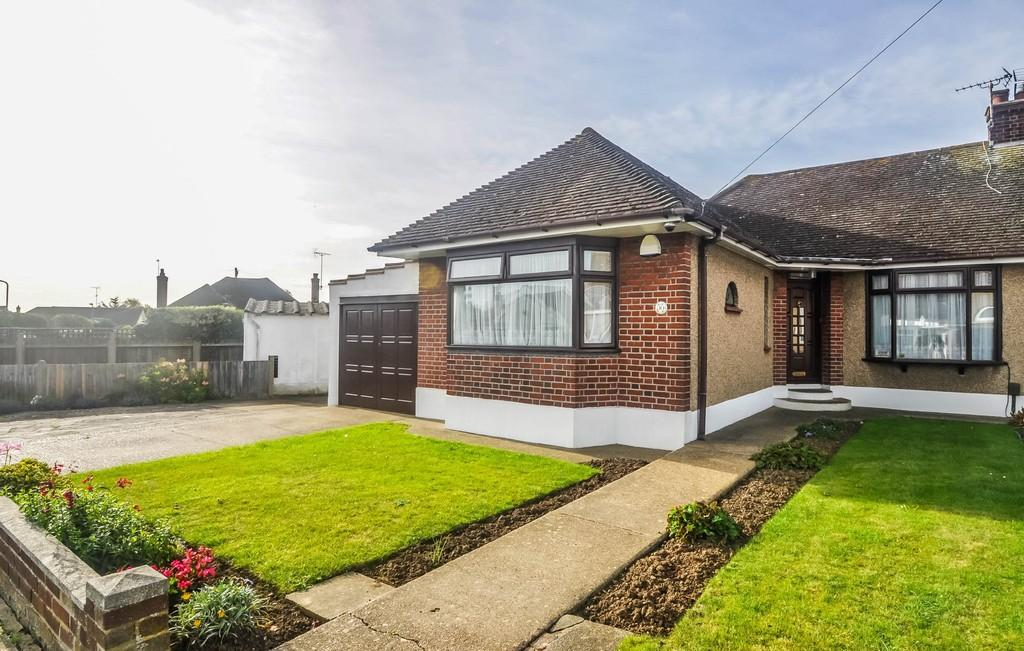 3 Bedrooms Semi Detached Bungalow for sale in Petworth Gardens, Southend-on-Sea