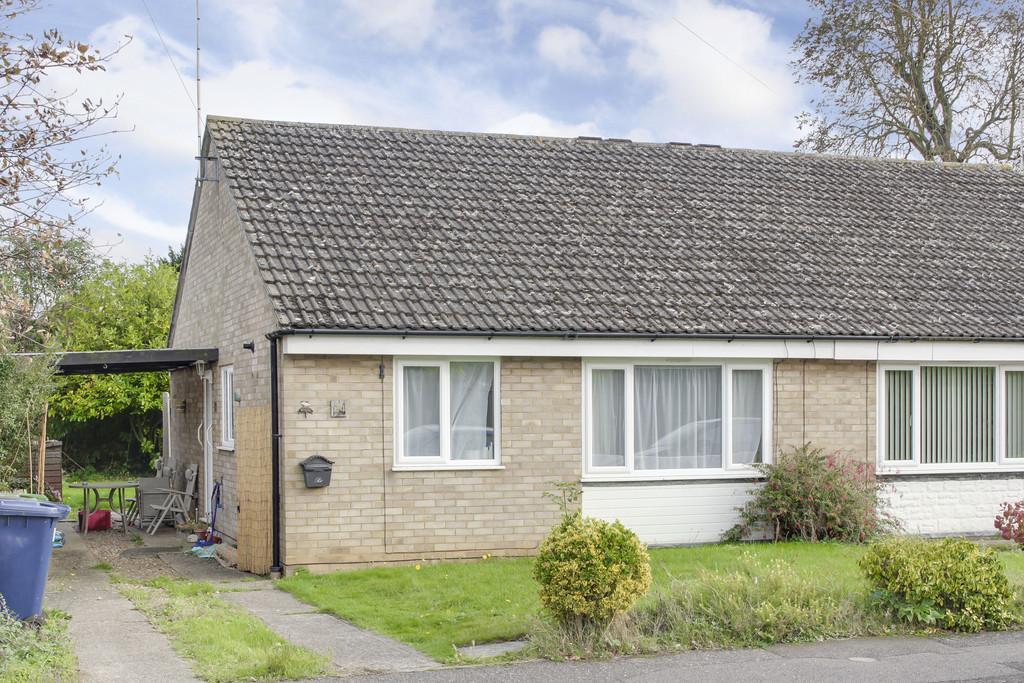 2 Bedrooms Semi Detached Bungalow for sale in Wells Close, Brampton, Huntingdon