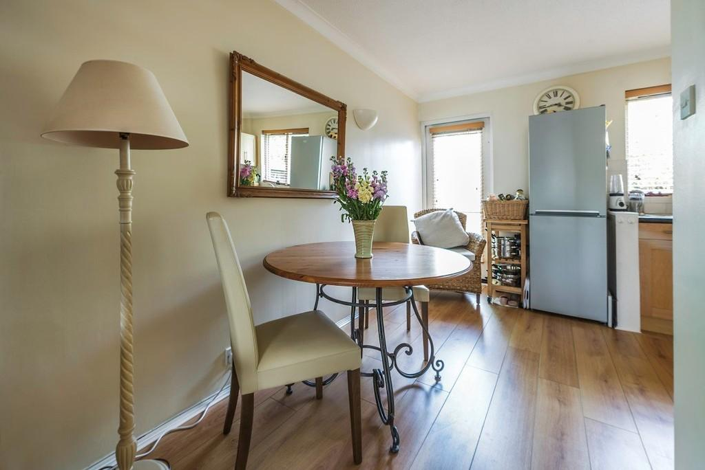 2 Bedrooms End Of Terrace House for sale in Alders Close, Wanstead