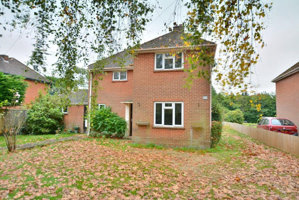3 Bedrooms Detached House for sale in New Road, West Parley