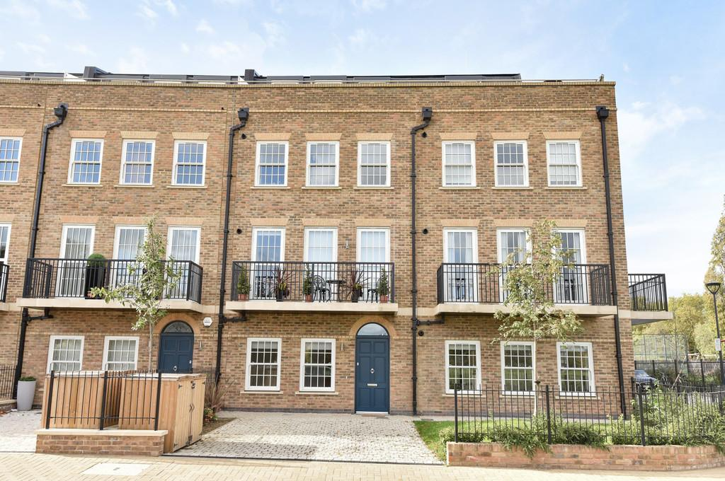 2 Bedrooms Apartment Flat for sale in St. Agnes Place, SE11
