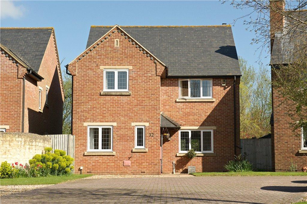4 Bedrooms Detached House for sale in Lodge Farm Court, Castlethorpe, Milton Keynes, Buckinghamshire