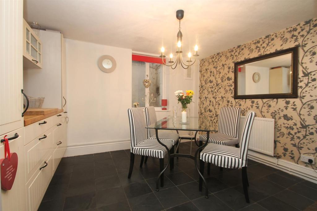 3 Bedrooms Town House for sale in Wyatt Street, Maidstone