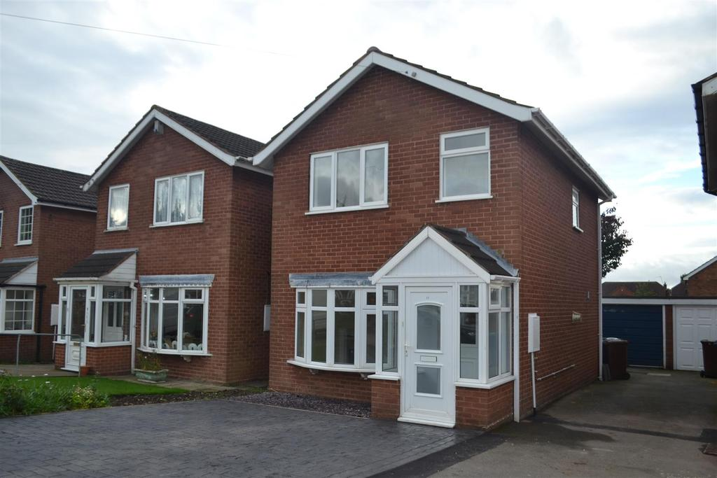 3 Bedrooms House for sale in Wallace Close, Norton Canes, Cannock