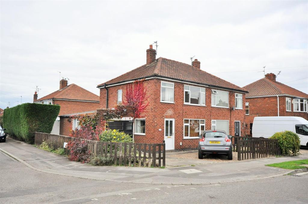 3 Bedrooms Semi Detached House for sale in Anthea Drive, Huntington, York, YO31 9DQ