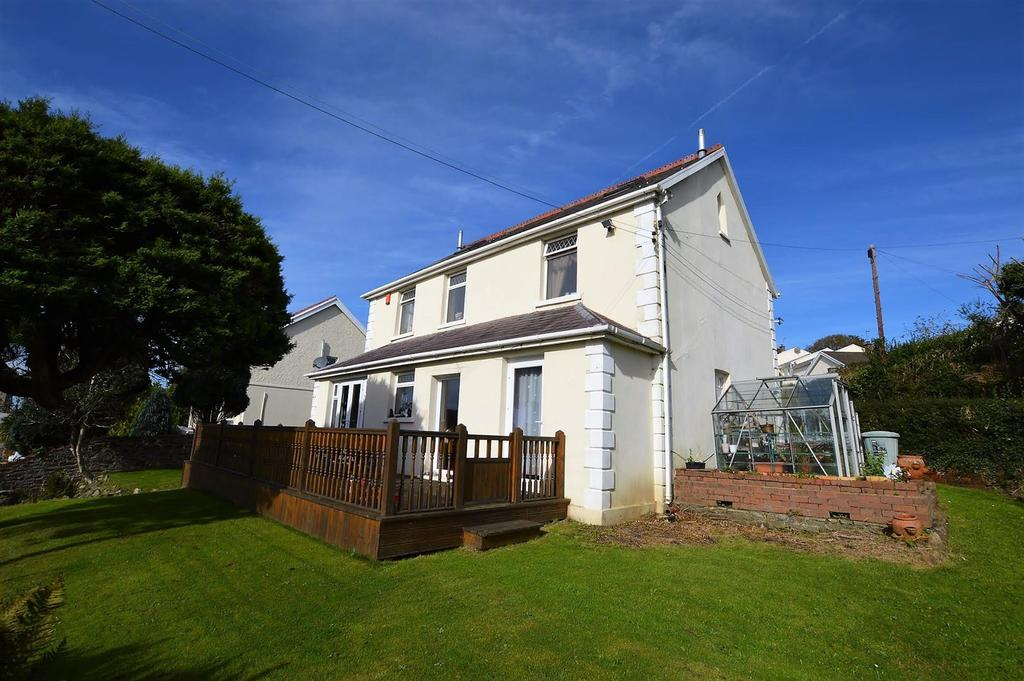 3 Bedrooms Detached House for sale in Gwscwm Road, Pembrey