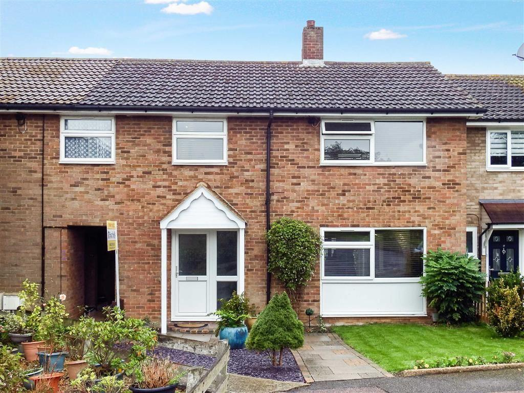 4 Bedrooms Terraced House for sale in Four Acres, Stevenage, Herts, SG1