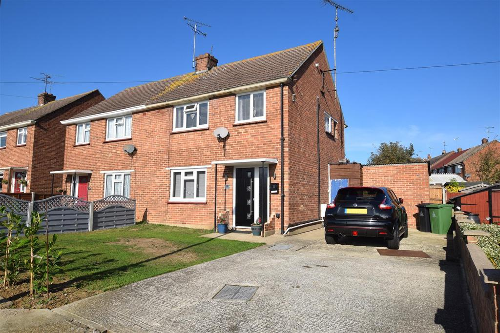 3 Bedrooms Semi Detached House for sale in Granger Avenue, Maldon