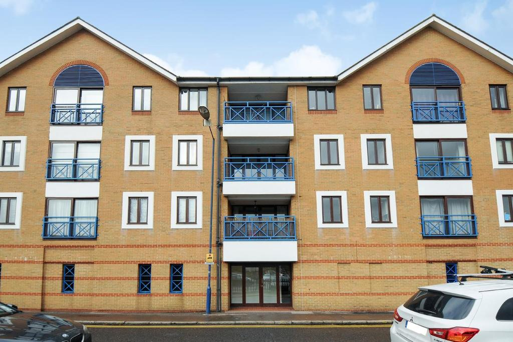 2 Bedrooms Flat for sale in Lady Booth Road, Kingston upon Thames