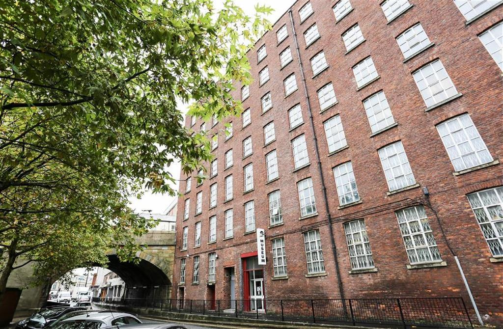 2 Bedrooms Flat for sale in Wellington Road South, Stockport, Cheshire