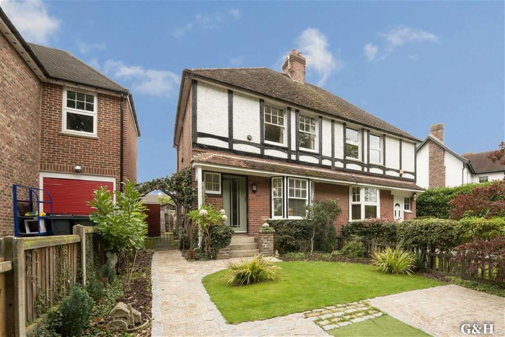 3 Bedrooms Semi Detached House for sale in Northumberland Avenue, Kennington, Ashford