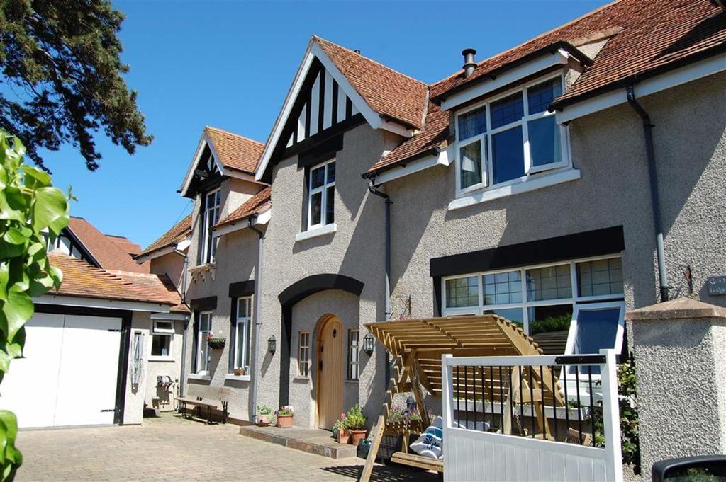 3 Bedrooms Semi Detached House for sale in Bryn Y Bia Close, Craigside, Llandudno, Conwy