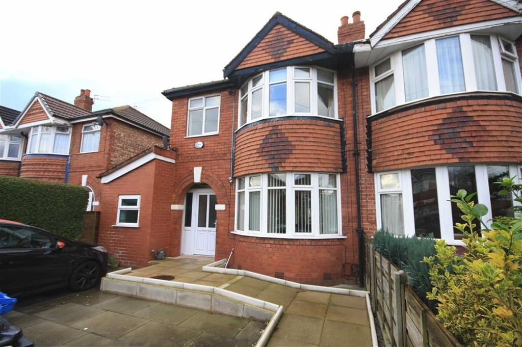 3 Bedrooms Semi Detached House for sale in Redfern Avenue, Sale