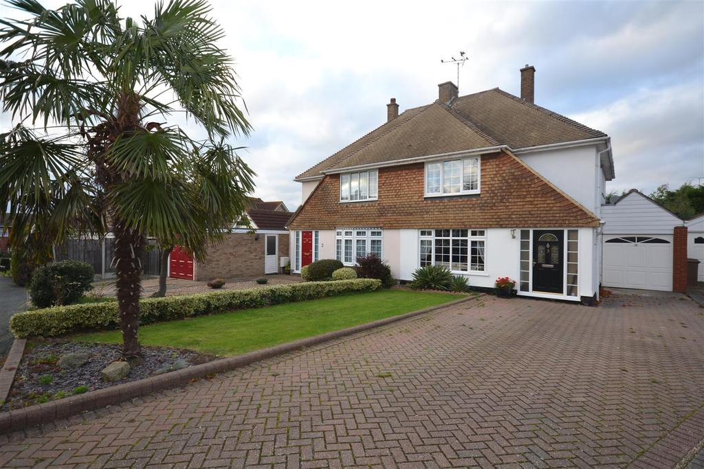 3 Bedrooms Semi Detached House for sale in Forrest Close, South Woodham Ferrers, Chelmsford