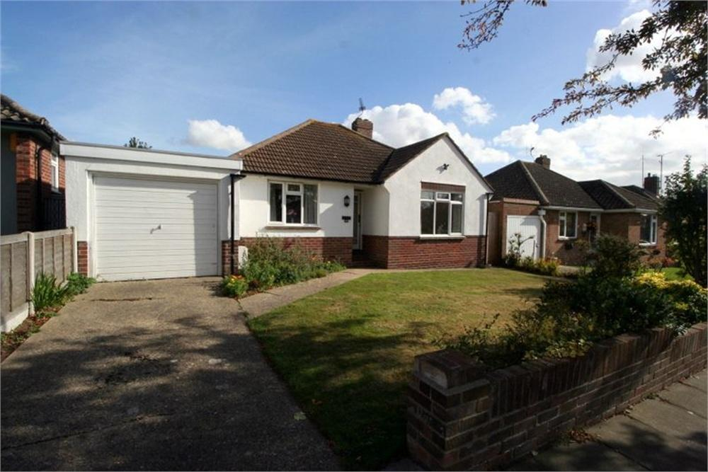 2 Bedrooms Detached Bungalow for sale in Upper Second Avenue, FRINTON-ON-SEA, Essex