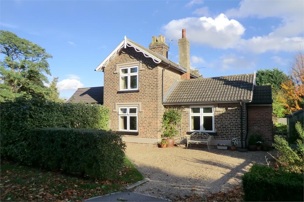 2 Bedrooms Semi Detached House for sale in Queensgate, Beverley, East Riding of Yorkshire