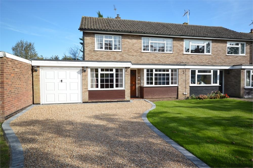 3 Bedrooms Semi Detached House for sale in Cheyne Walk, Meopham