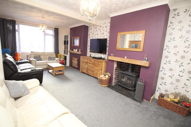 3 Bedrooms End Of Terrace House for sale in Shakespeare Avenue, Milford Haven, Pembrokeshire. SA73 2JL