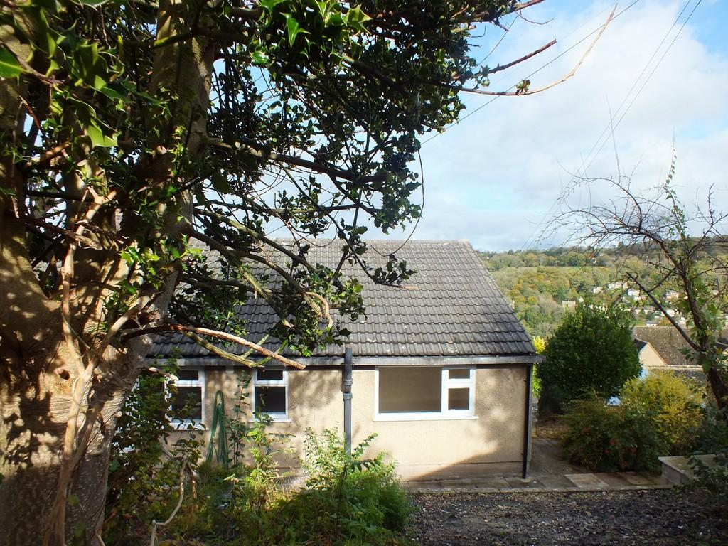 3 Bedrooms Semi Detached Bungalow for sale in Nailsworth