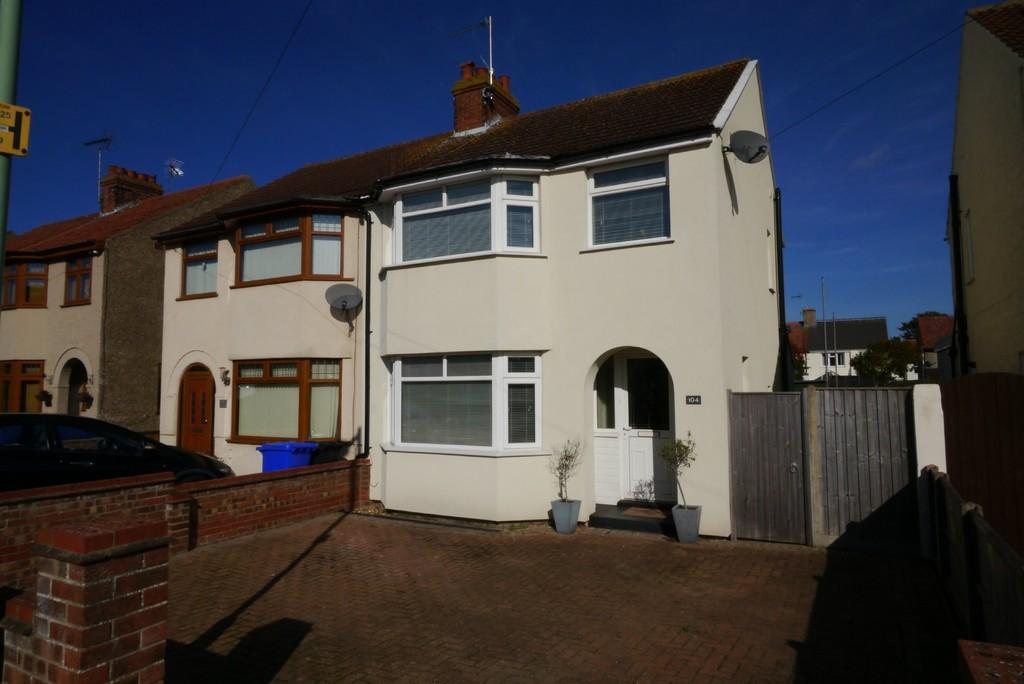 3 Bedrooms Semi Detached House for sale in Kimberley Road, Lowestoft