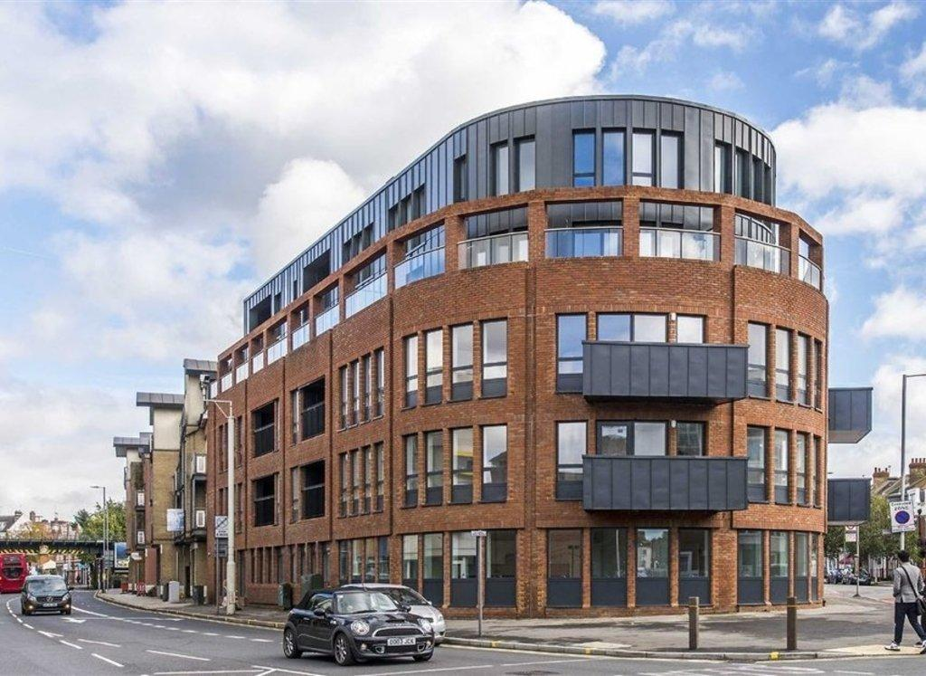 3 Bedrooms Penthouse Flat for sale in Coombe Road - NORBITON
