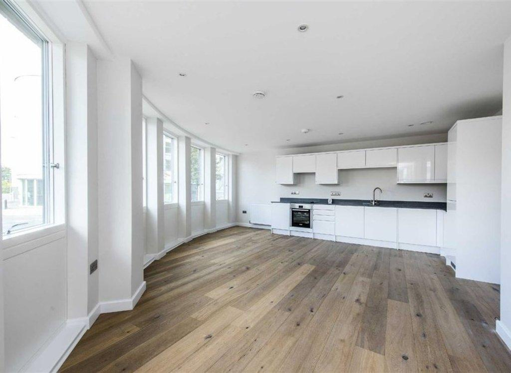 2 Bedrooms Flat for sale in Coombe Road - NORBITON
