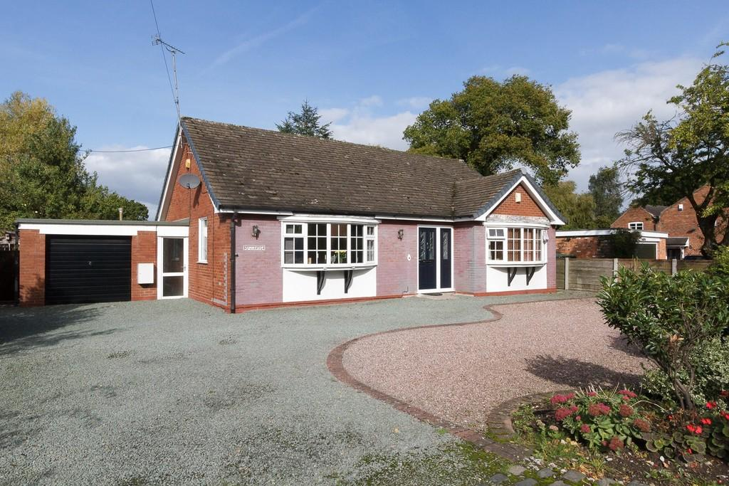 3 Bedrooms Detached Bungalow for sale in Crewe, Cheshire