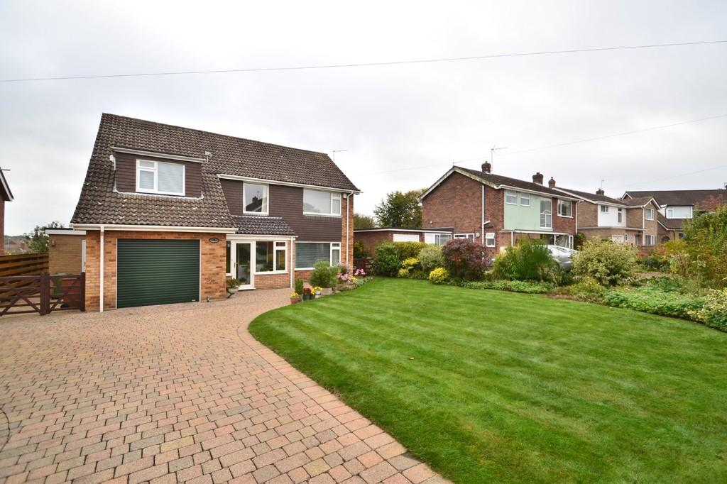 5 Bedrooms Detached House for sale in Boulderside Close, Thorpe St Andrew