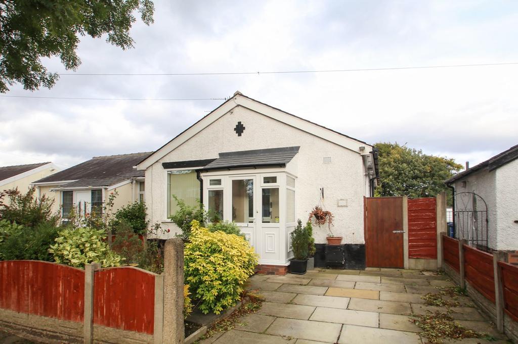 2 Bedrooms Semi Detached Bungalow for sale in Trevor Road, Flixton, Manchester, M41