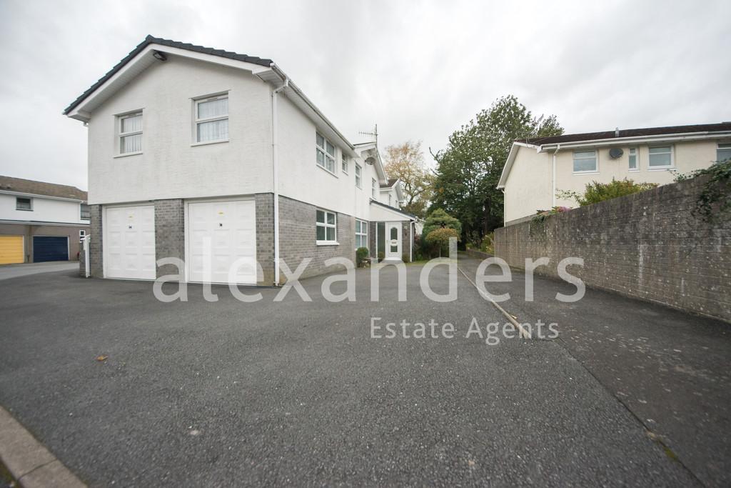 5 Bedrooms Link Detached House for sale in Penrhyncoch