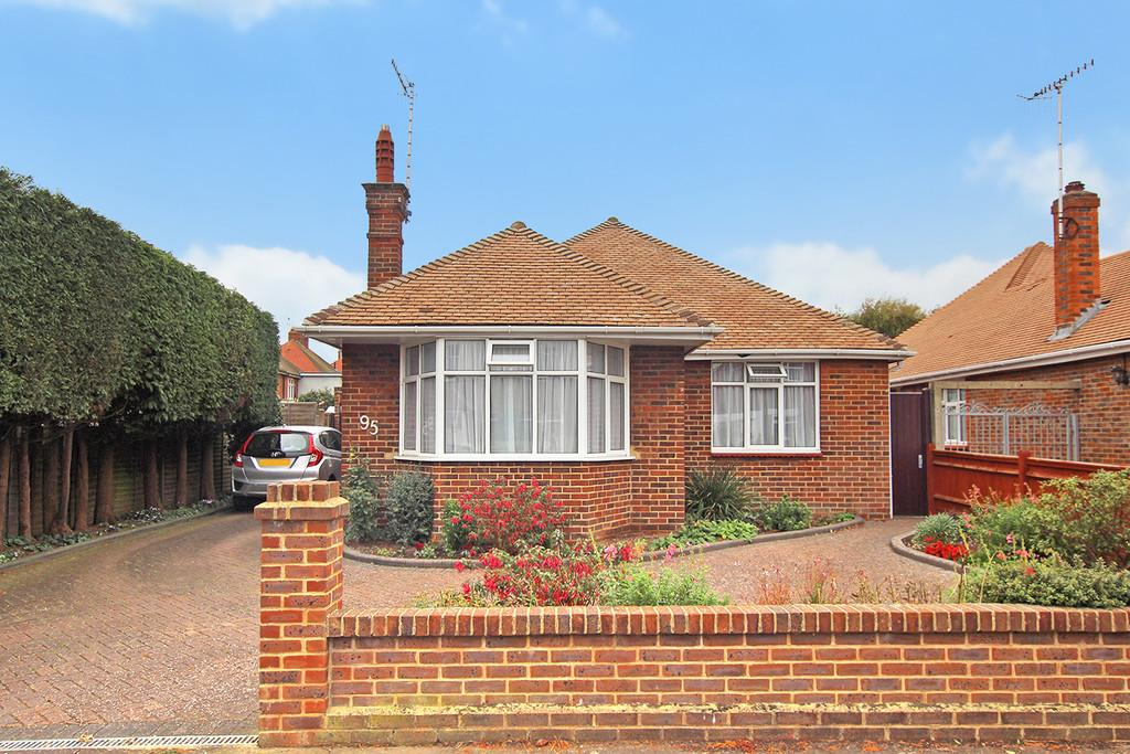 3 Bedrooms Detached Bungalow for sale in Loxwood Avenue, Worthing, BN14 7RD
