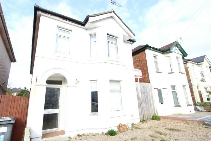 4 Bedrooms Detached House for sale in Capstone Road , Charminster