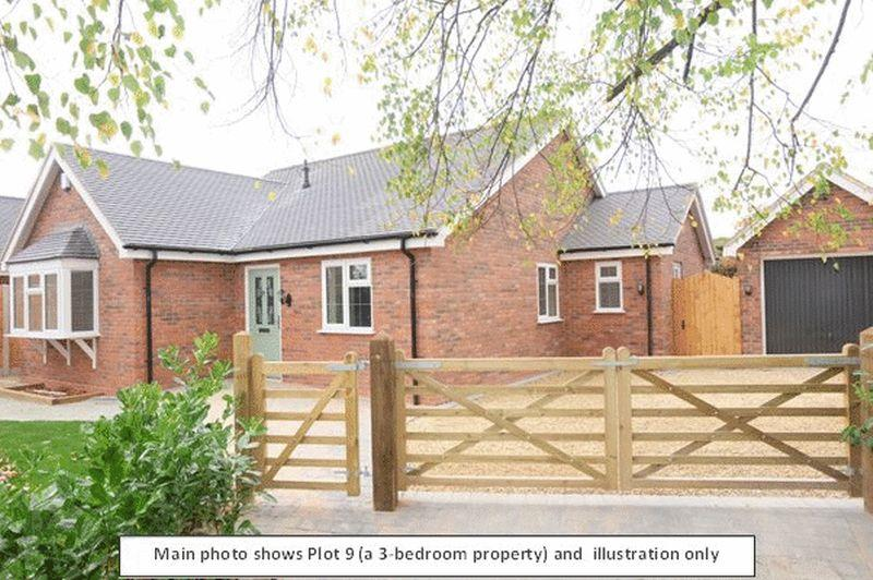 2 Bedrooms Detached Bungalow for sale in Willowfield Drive, Kidderminster DY11 5HA