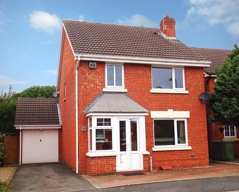 4 Bedrooms Detached House for sale in Cairndhu Drive, Kidderminster DY10 2TB