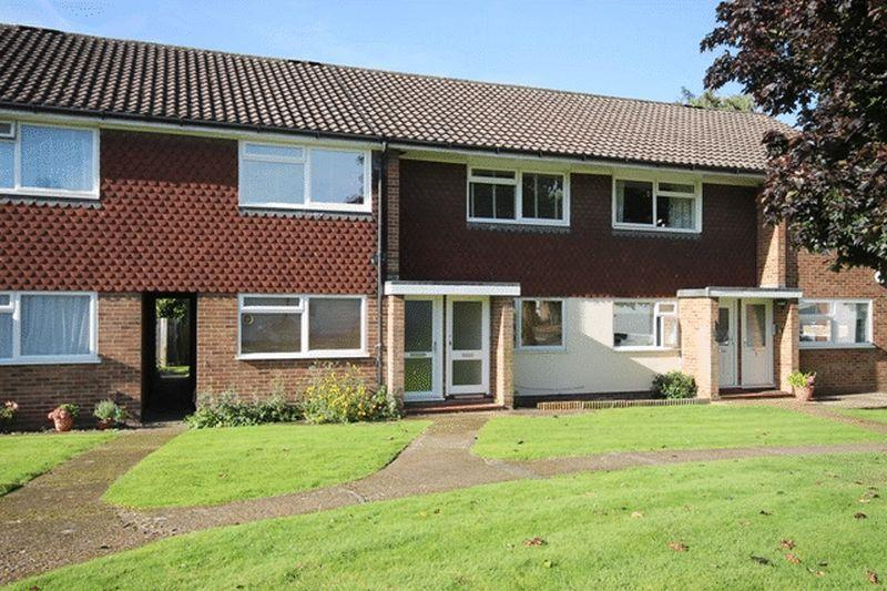 2 Bedrooms Apartment Flat for sale in LEATHERHEAD - CLOSE TO TOWN