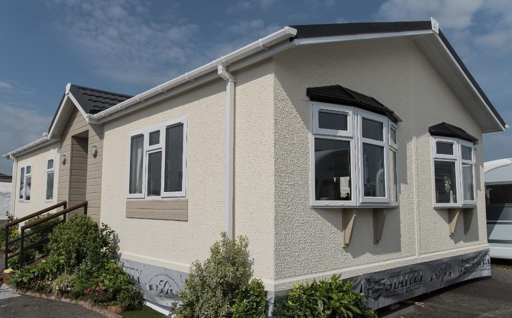 2 Bedrooms Park Home Mobile Home for sale in Brownfield Gardens, Courtlands, Maidenhead, SL6 2RL