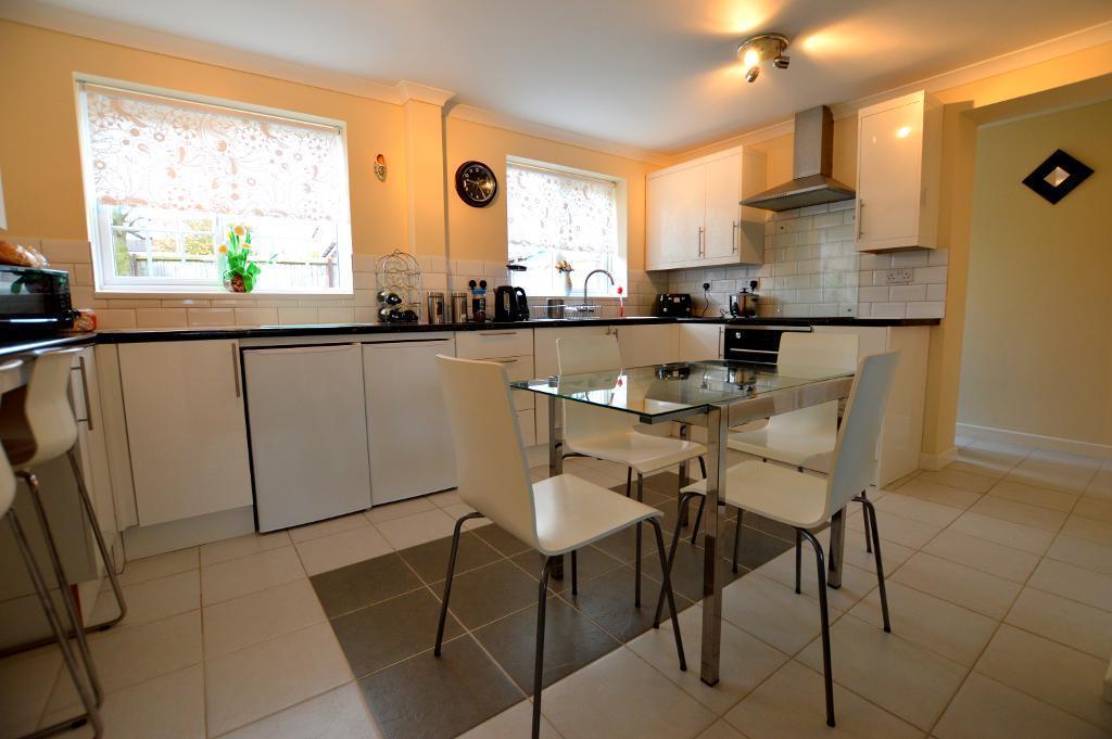 4 Bedrooms Detached House for sale in Rochford Drive, Wigmore, Luton, LU2 8SU