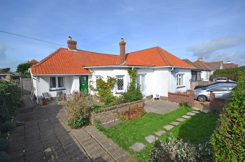 4 Bedrooms Detached Bungalow for sale in Woodland Road, Selsey, PO20