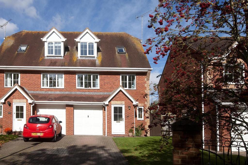 3 Bedrooms Semi Detached House for sale in Ash Crescent, Bishopdown Farm, Salisbury