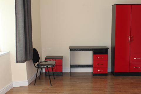 6 bedroom flat - Mansel street,