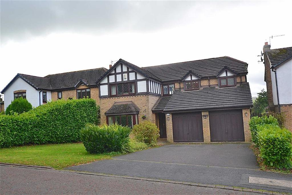 4 Bedrooms Detached House for sale in Applecross Drive, Burnley, Lancashire