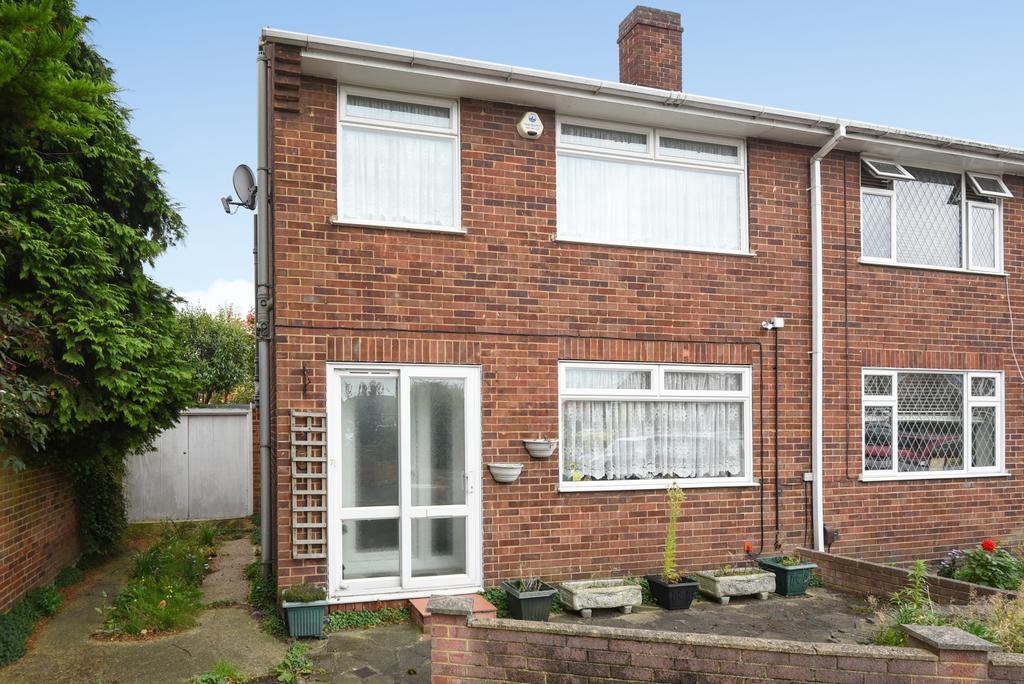 3 Bedrooms Semi Detached House for sale in Stuart Evans Close Welling DA16