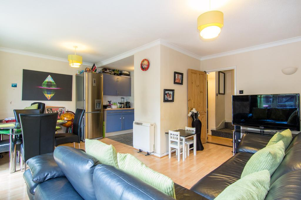 2 Bedrooms Flat for sale in Lordship Road, Northolt