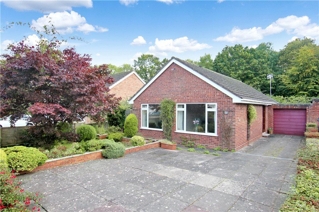 2 Bedrooms Detached Bungalow for sale in Beverley Way, Malvern, Worcestershire, WR14