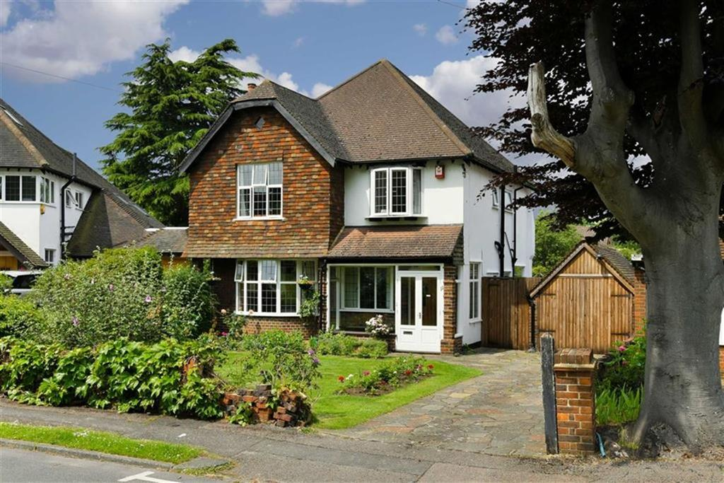 4 Bedrooms Detached House for sale in Higher Green, Epsom, Surrey