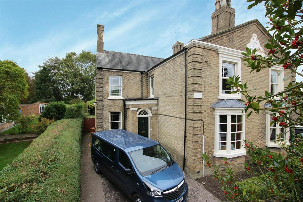 3 Bedrooms Semi Detached House for sale in South Street, Alford