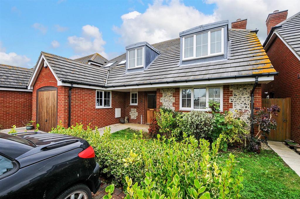 3 Bedrooms Detached House for sale in March Close, Rose Green, Bognor Regis