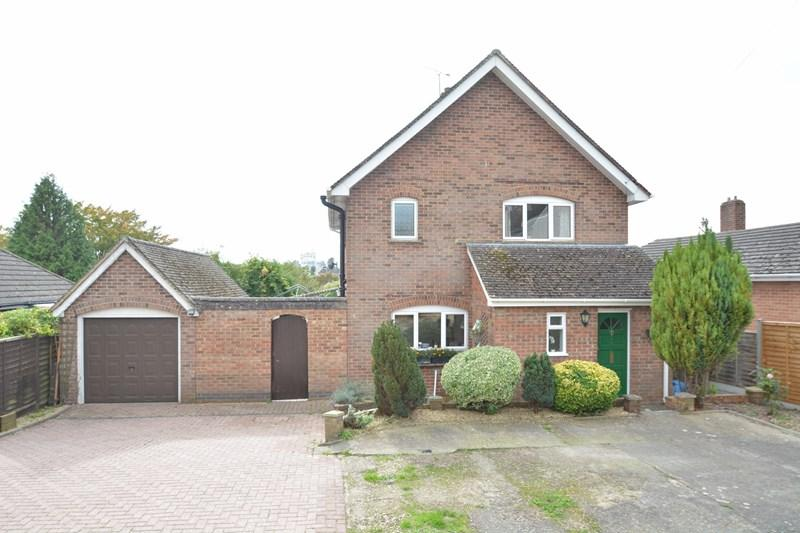 4 Bedrooms Detached House for sale in Dell Road, Andover