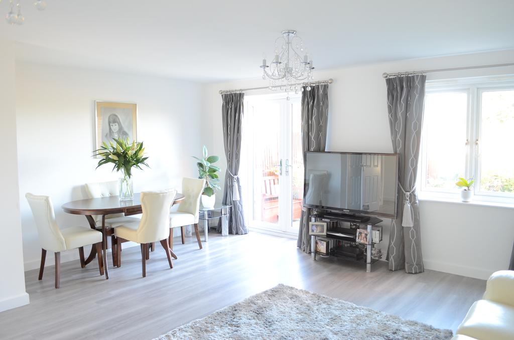 3 Bedrooms Semi Detached House for sale in Middleton Close, Bracklesham Bay, Chichester, PO20